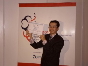 Dr. Sin How Lim upon receiving the fellowship award at the IAS 2013 in Kuala Lumpur