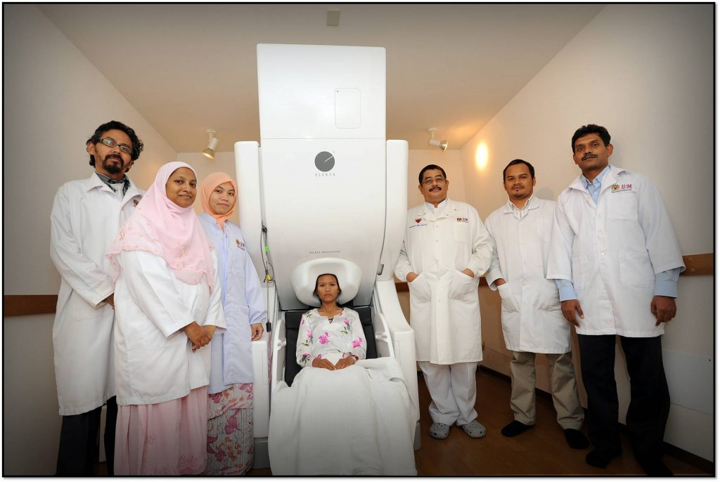 Prof. Jafri and colleagues at the magnetoencephalography (MEG) facility