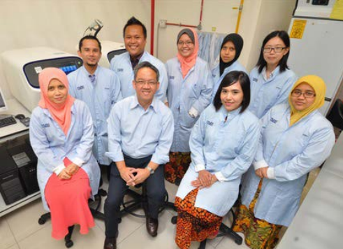 Prof. Rahman leading the Cancer Genome Research Team at UMBI, UKM.