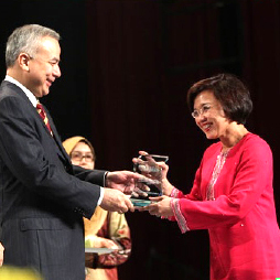 Receiving an UM Excellence Award in 2012.