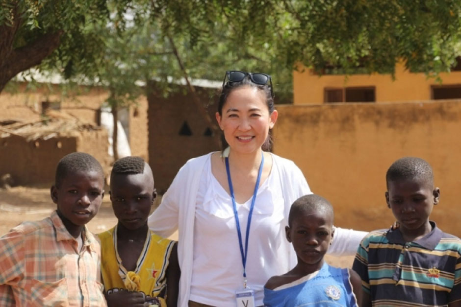 Dr Betty Sim Kim Lee pictured here with local children while working on clinical trials in Doneguebougou, Mali. (source: The Malay Mail Online, picture courtesy of Dr Sim)