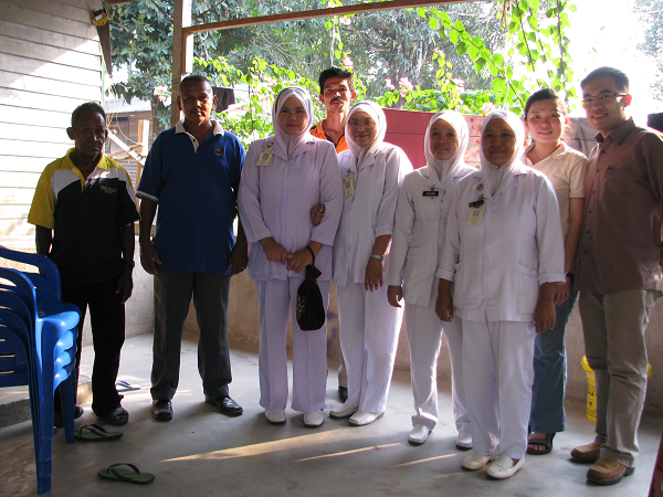 The nurses and personnel from Jabatan Hal Ehwal Orang Asli that helped out during one of Dr. Ang's fieldtrips.